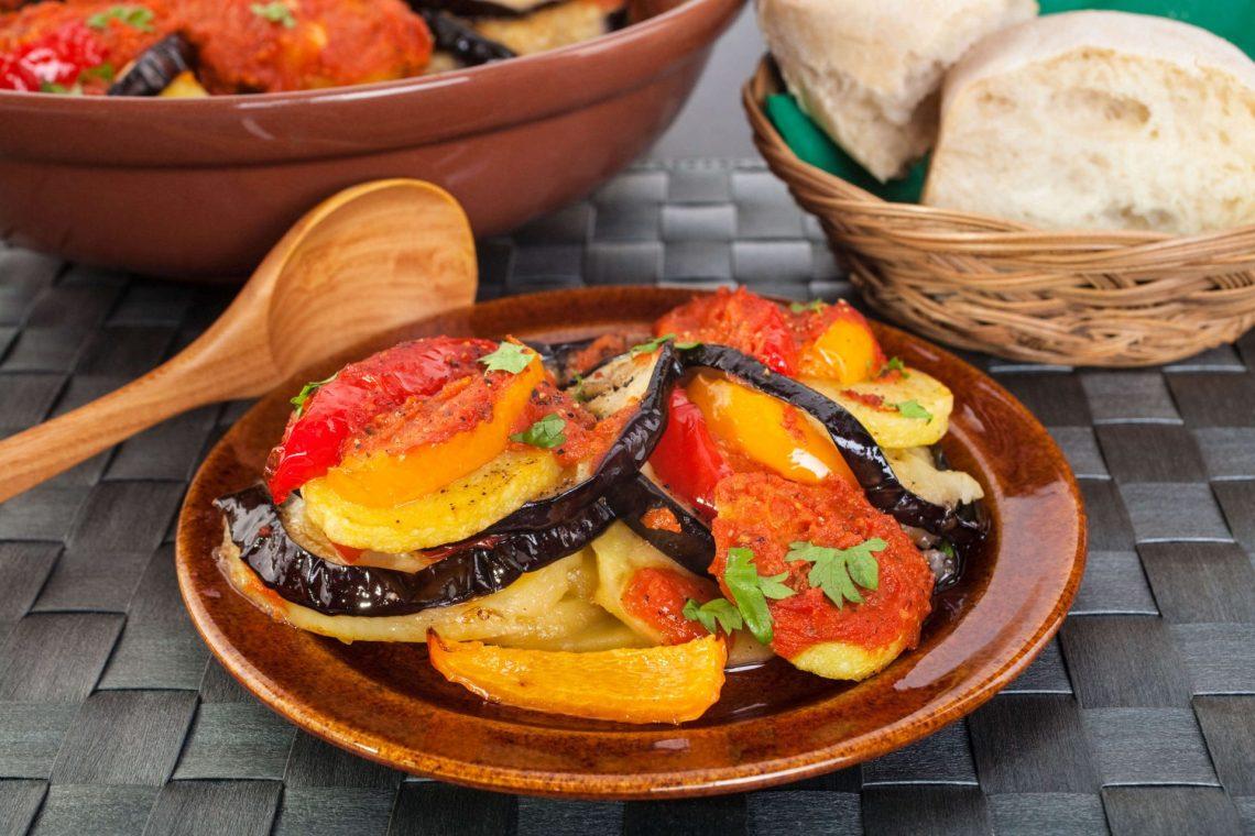 vegetarische-vegane-tumbet-spanische-speisen-eintopf-plate-menues-istock-176809920-2-e1526975193842