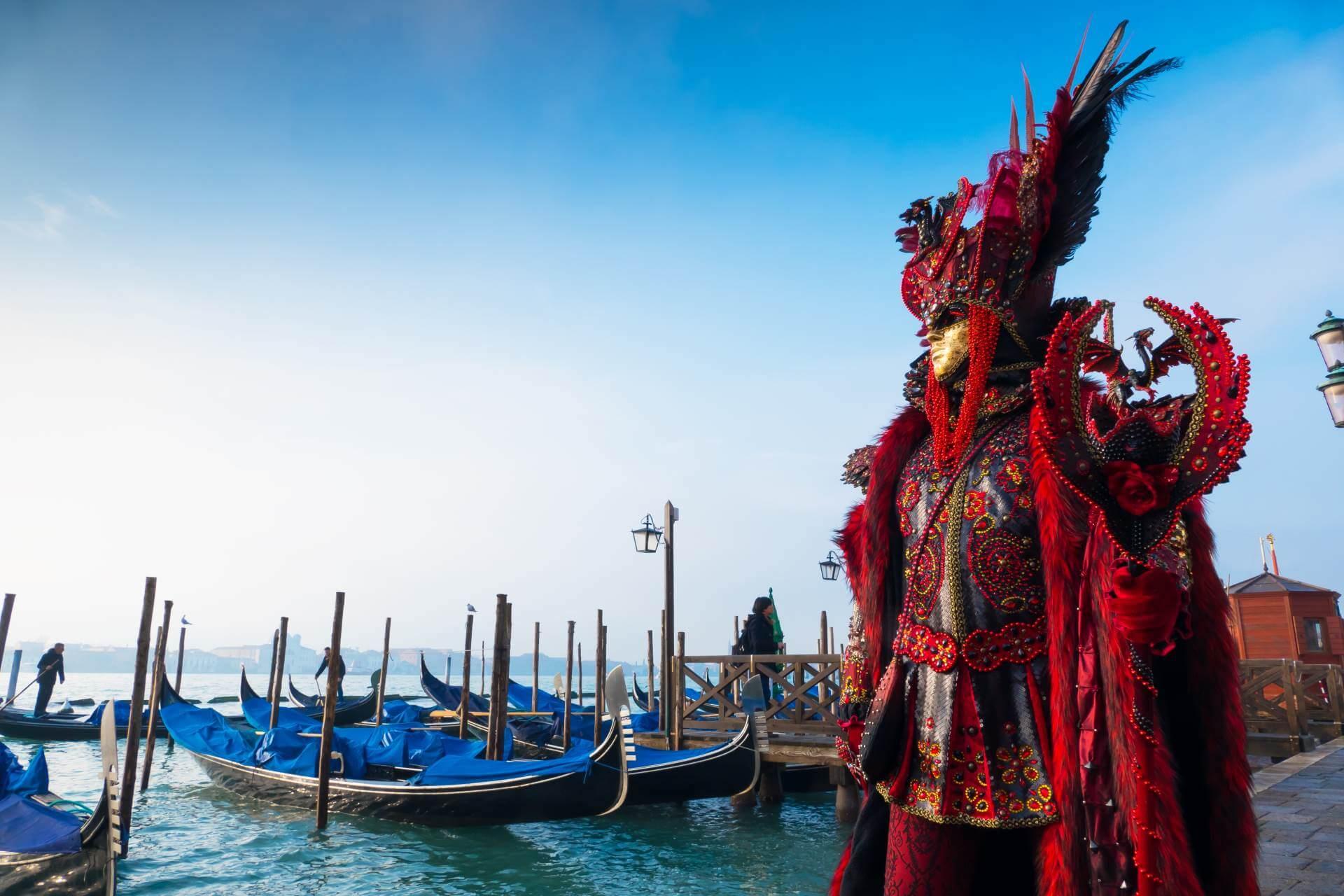 Verkleidete Person zu karneval in Venedig