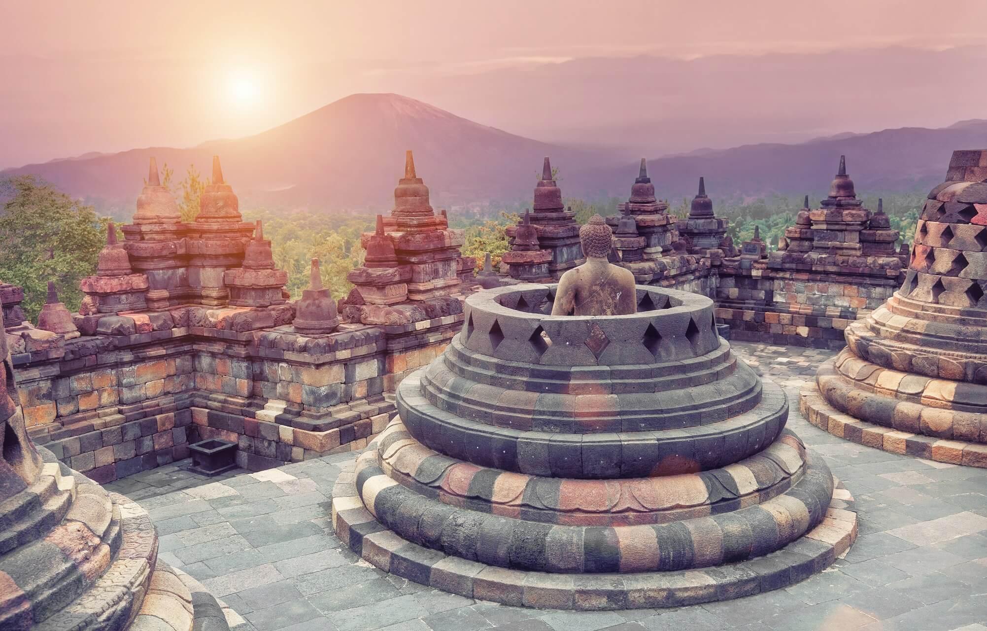 Jaya hat eine wunderschöne Natur und viele faszinierende Tempel