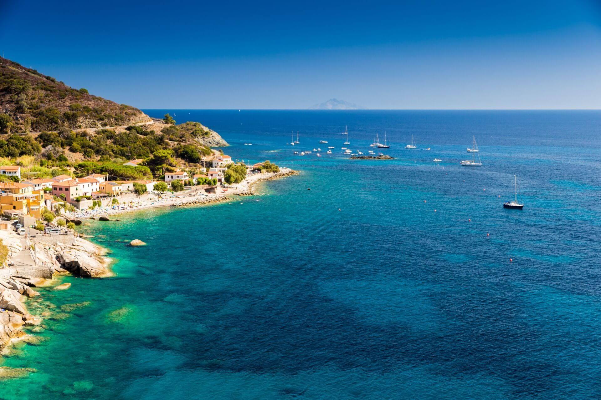 Der Strand von Pomonte auf Elba ist sehr beliebt