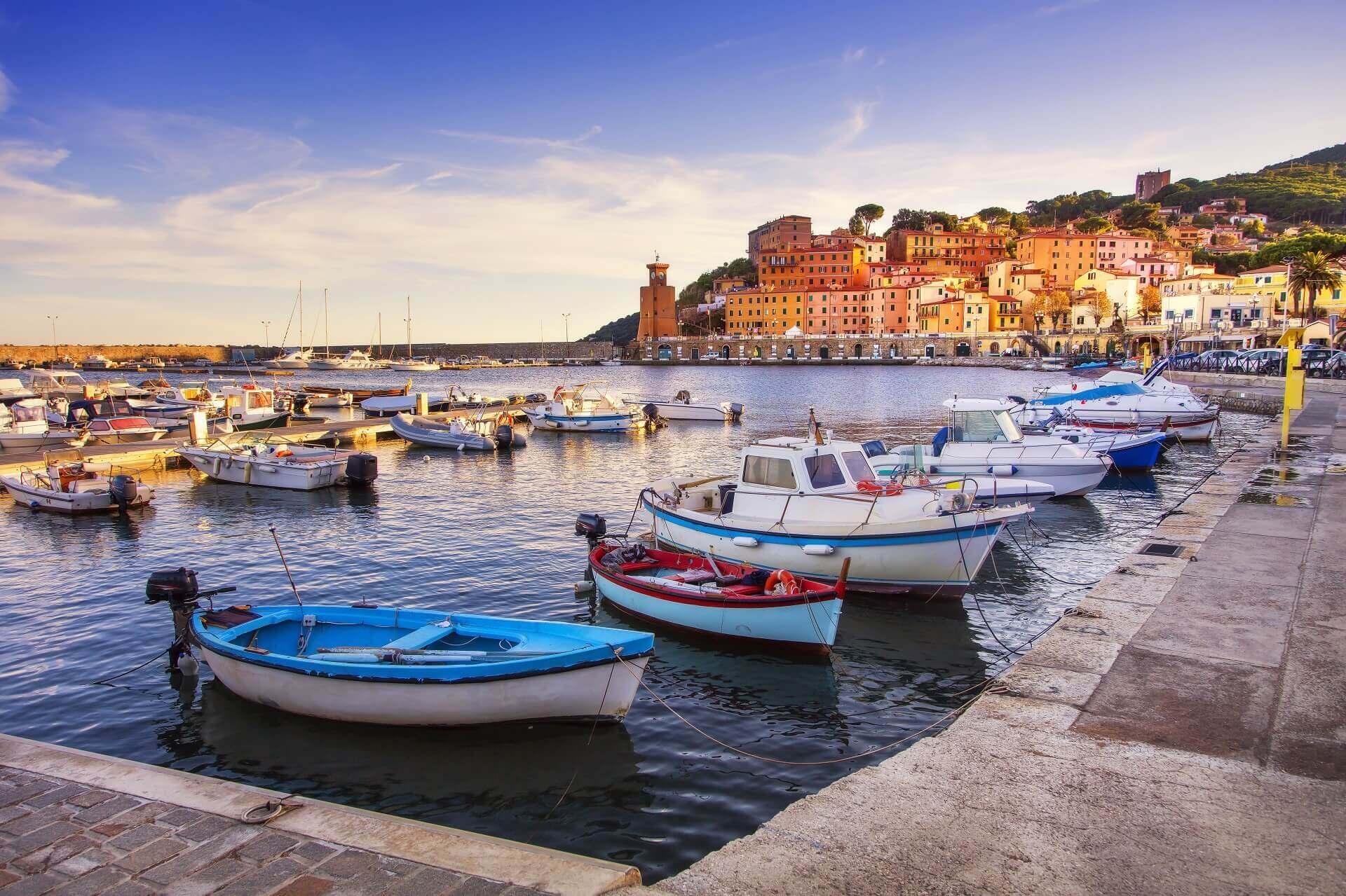 Besonders am Abend ist der Hafen von Elba wunderschön