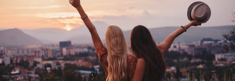 Happy-Urlaub-iStock-698210794