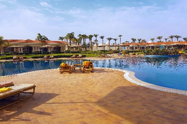 Ein hübsches Hotel auf der Sinai-Halbinsel in Ägypten mit großer Poolanlage