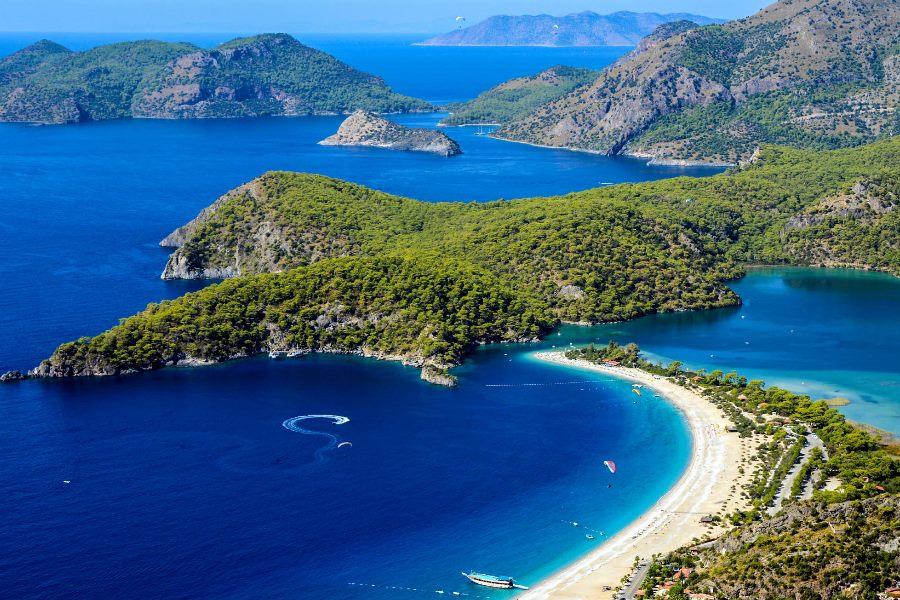 Der Strand Oludeniz in der Türkei aus der Vogelperspektive