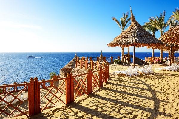 Strandanlage eines Hotels in Sharm el Sheikh auf der Sinai-Halbinsel
