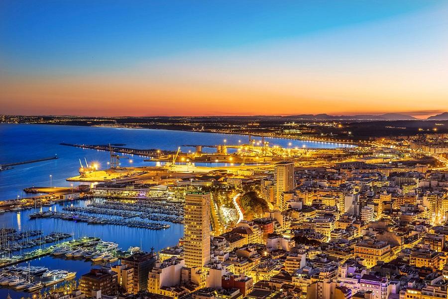 Alicante Tipps Spanien Panorama der Stadt am Abend