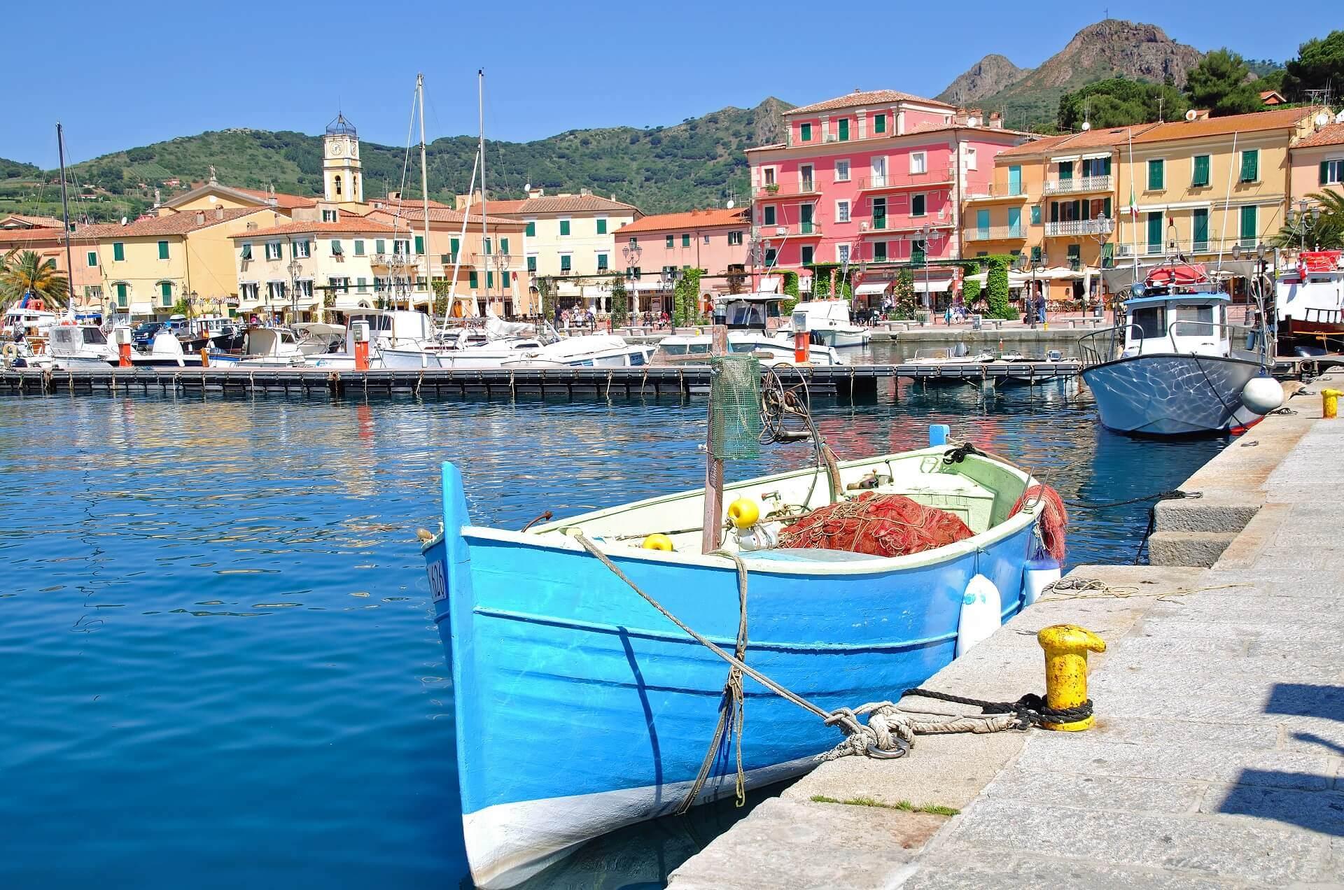 Der Hafen von Porto Azzurro begeistert alle Touristen