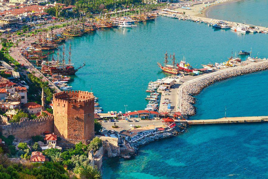 Der Hafen von Alanya aus der Vogelperspektive
