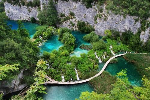 waterfals-in-Plitvica-iStock-535434737