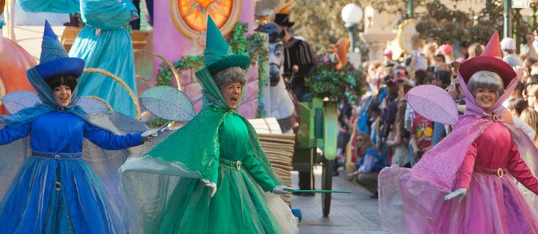 Disneyland_fantasyparade_1920x420-1