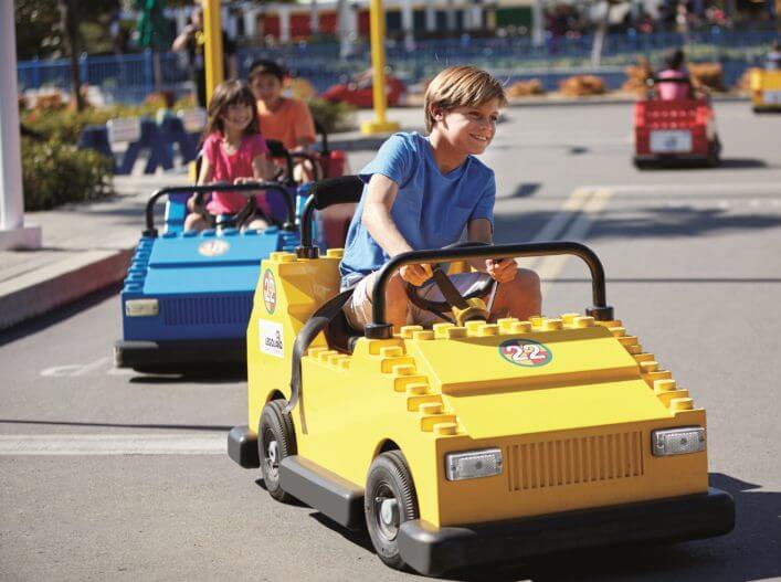 Driving-School_Boy-in-Yellow-Car_HRa-707x527_klein