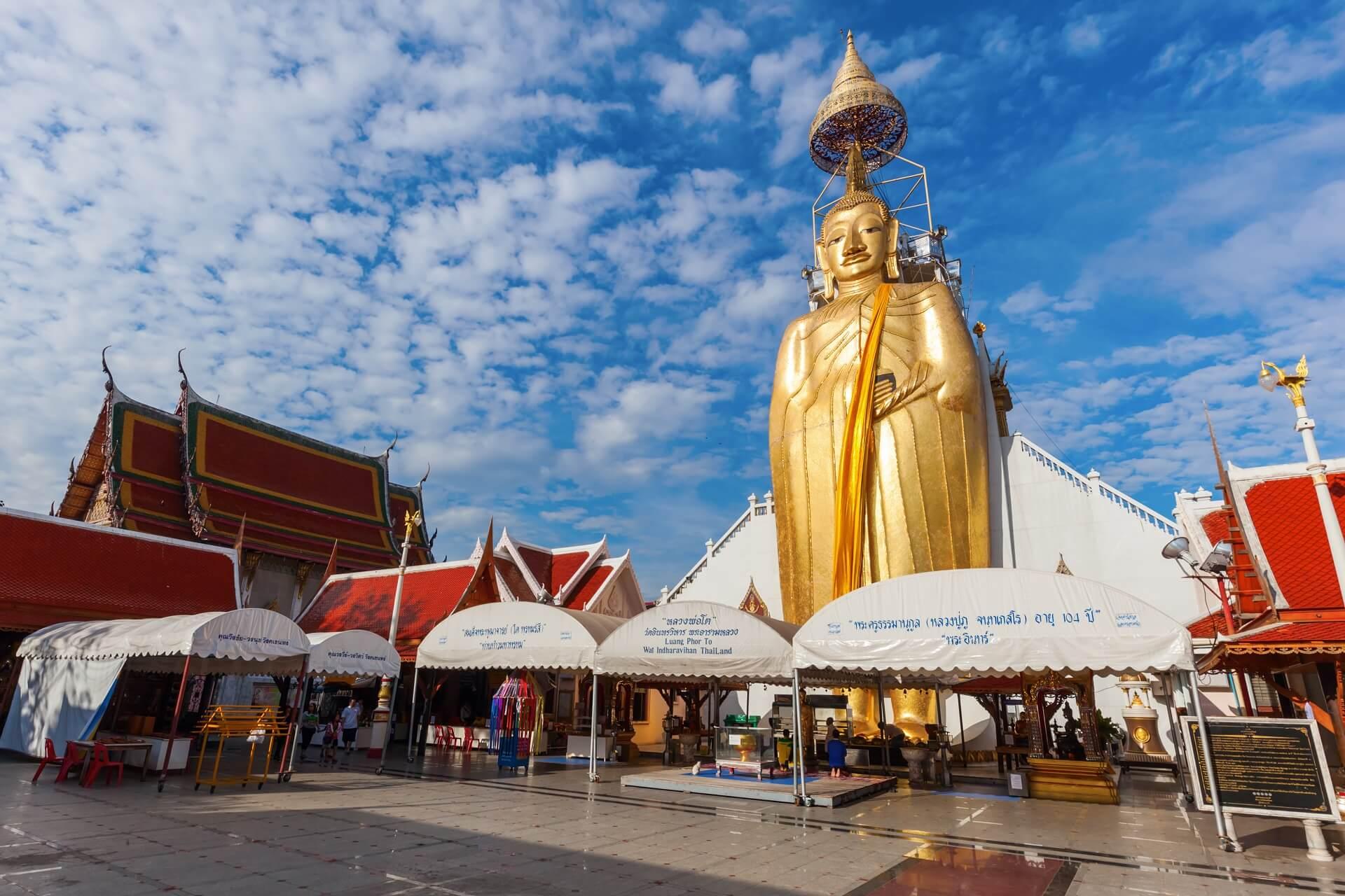 Der stehende Buddha in Bangkok ist sehr beeindruckend.