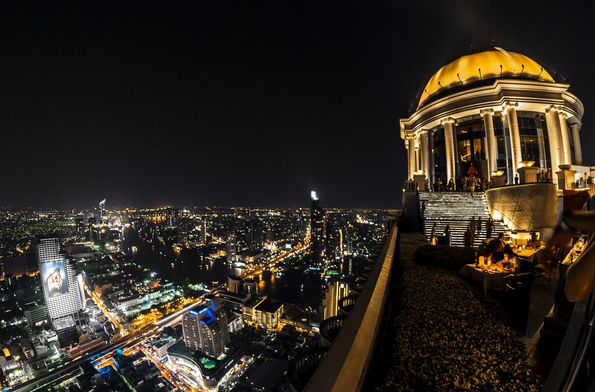 Die Skybar im Lebua bietet euch eine hervorragende Aussicht über Bangkok