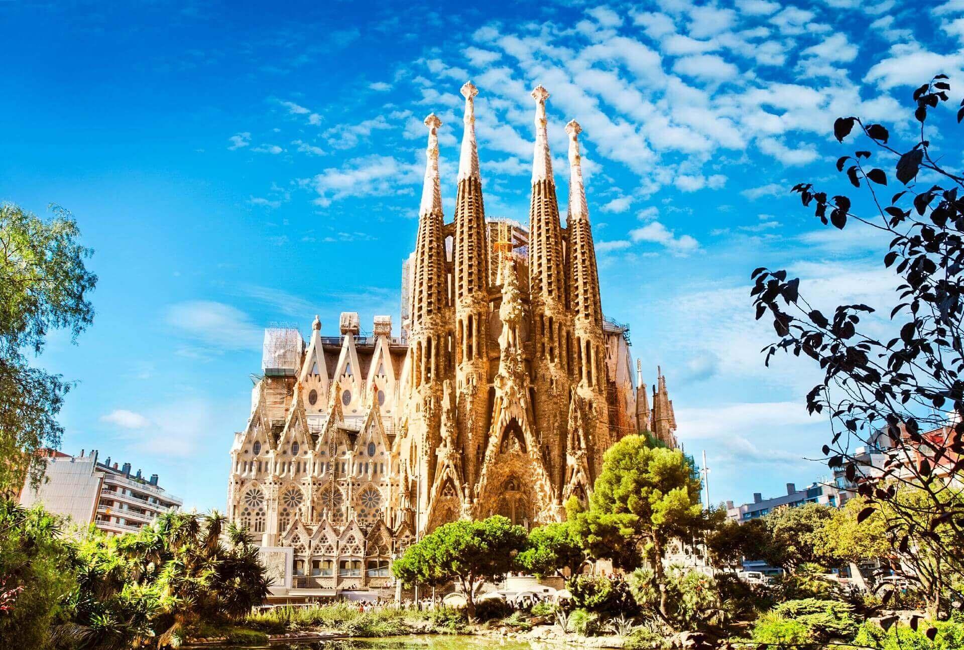 Die Sagrada Familia in Barcelona im Sommer