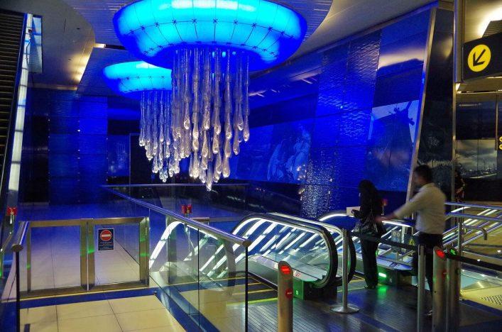 Die Metro in Dubai ist einen Besuch wert