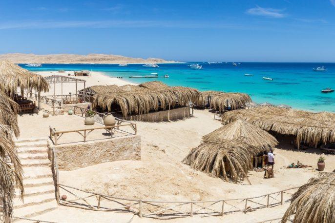 aegypten_strand_palmhuetten_hofer_reisen