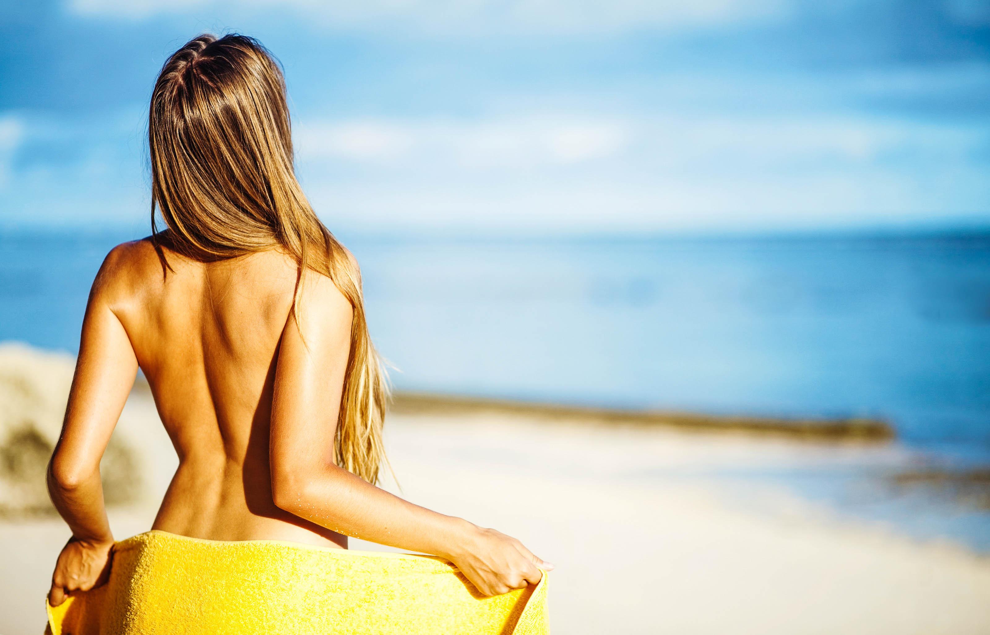 die besten FKK Hotels weltweit, Frau, Strand, nackt