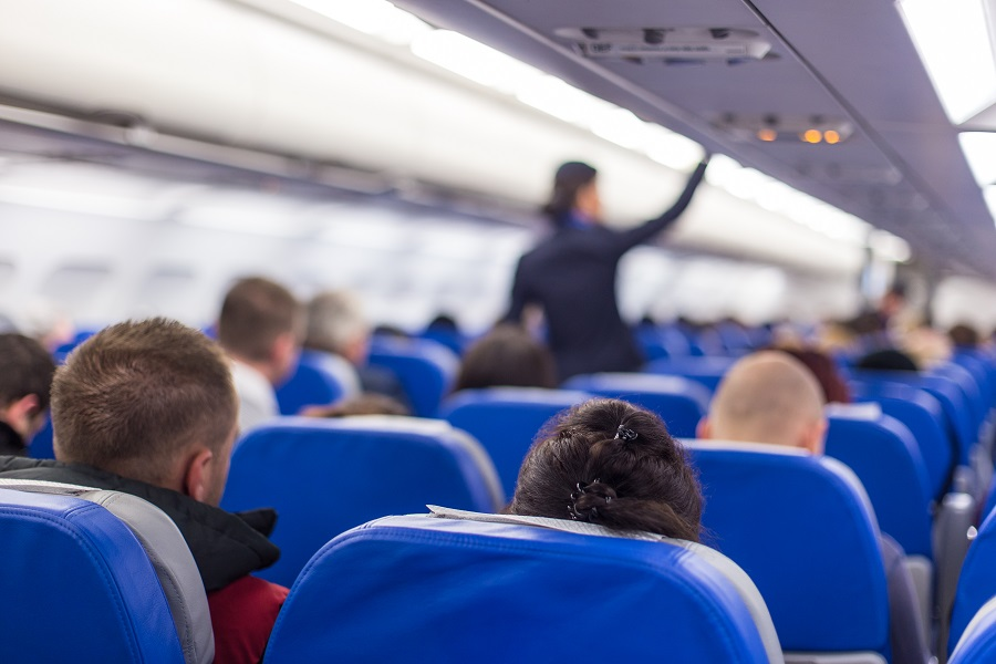 Eine Purserette an Bord eines Flugzeiges