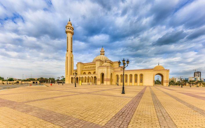 Ahmed-Al-Fateh-Islamic-Center-mit-der-Al-Faith-Mosque-Bahrain-shutterstock_763998748