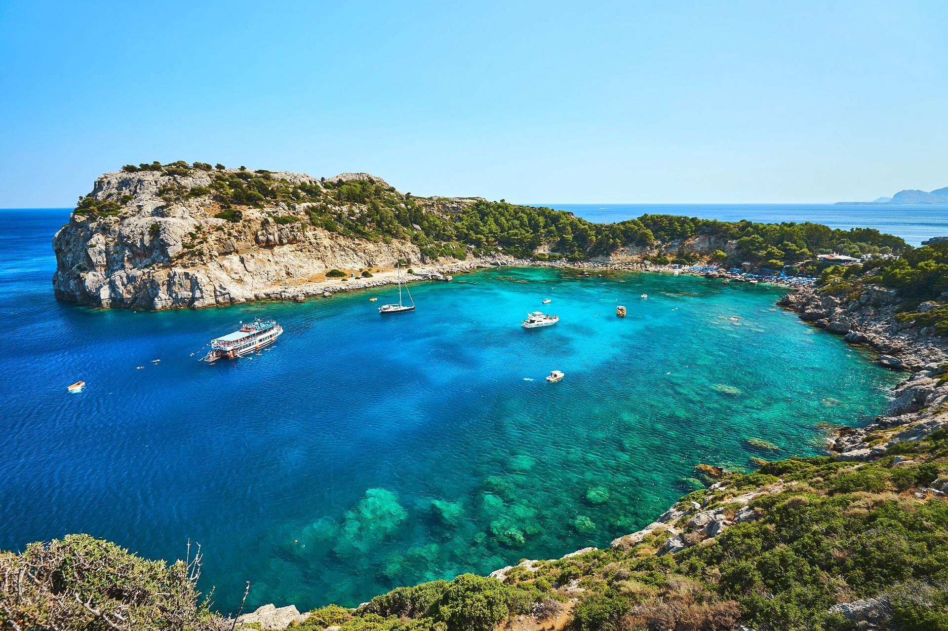 Anthony Quinn Bay auf Rhodos, einer der schönsten Strände Griechenlands