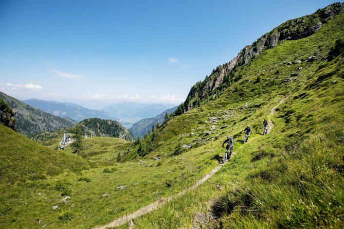 action-beim-fahren-mit-den-mountainskyvern-c-faistauer-photography