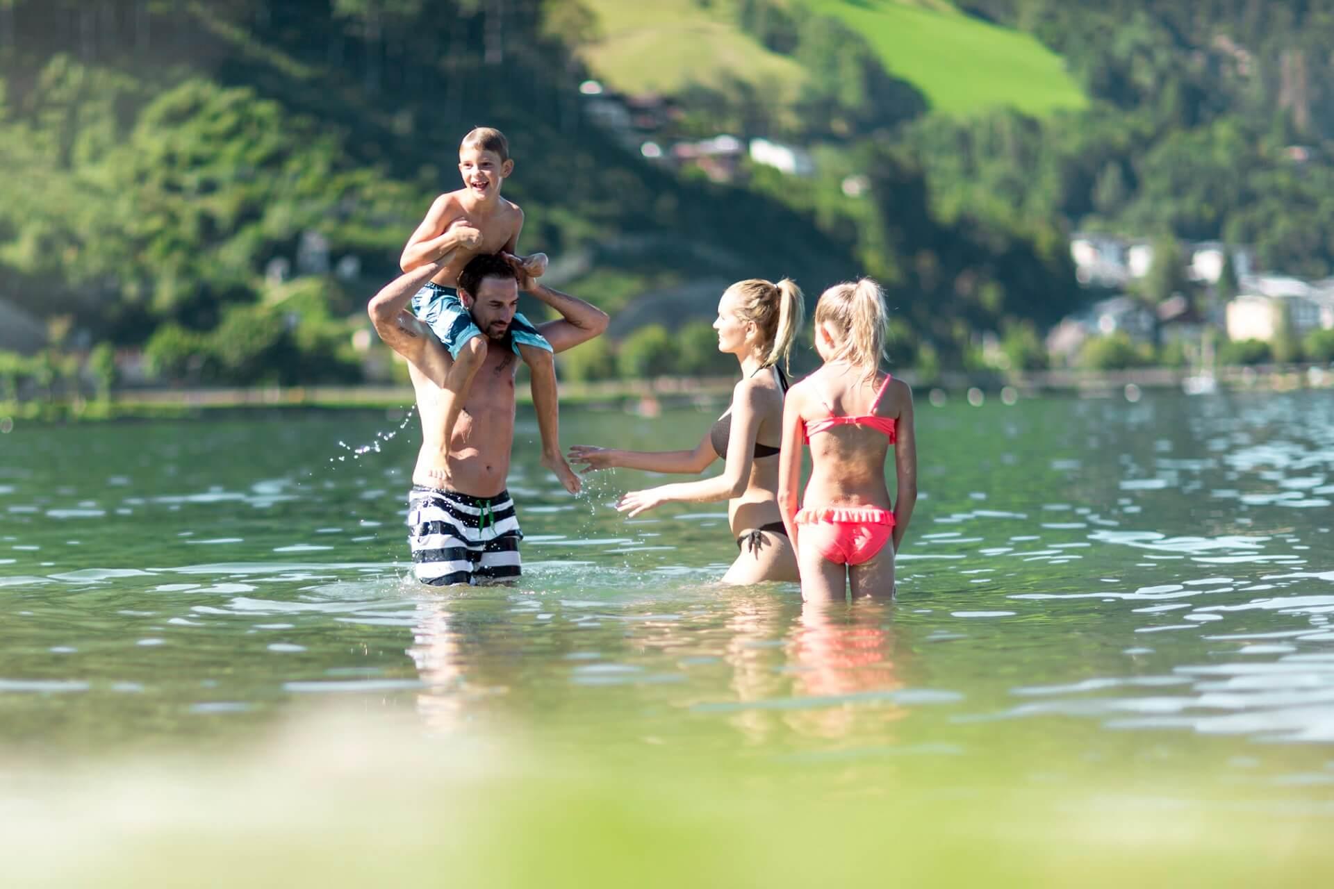 Badespaß im Zeller See