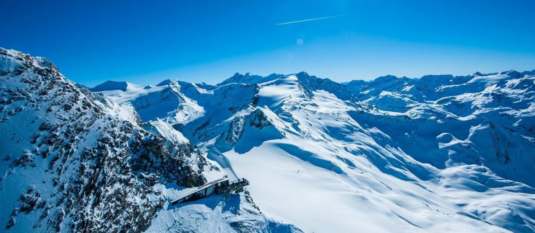 winter-kitzsteinhorn-aussichtsplattform-flugaufnahme-Zell-am-See-Kaprun-Tourismus-Mairitsch