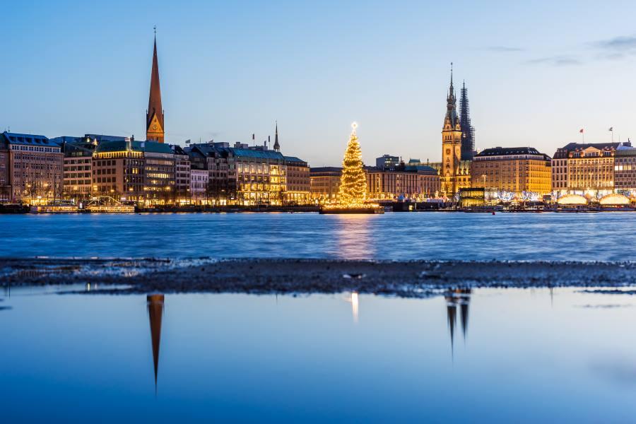 Binnanalster in Hamburg mit Weihnachtsmarkt