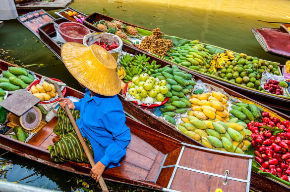 boats-loaded-with-fruits-in-damnoen-saduak-floating-market-istock_16428481_xlarge-editorial-only-zhan-tian-2