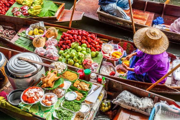 on-the-floating-market-damnoen-saduak-in-bangkok-istock_57327600_xlarge-editorial-only-christian-mueller-2