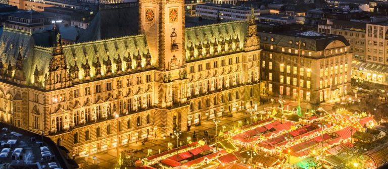 shutterstock_344432855_Aerial-view-of-the-City-Hall-with-the-Christmas-market-in-Hamburg-Germany_header