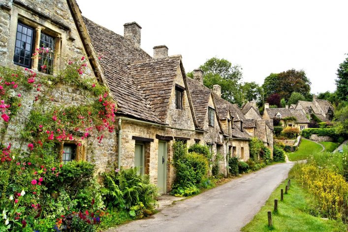 Haeuser-in-Bibury-England-iStock-466464957