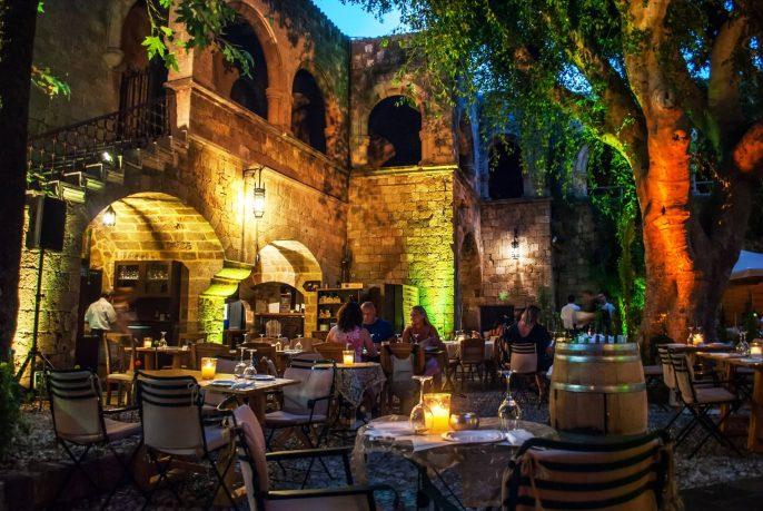 Restaurant-auf-Rhodos-EDITORIAL-ONLY-Irma-eyewink-shutterstock_744866542
