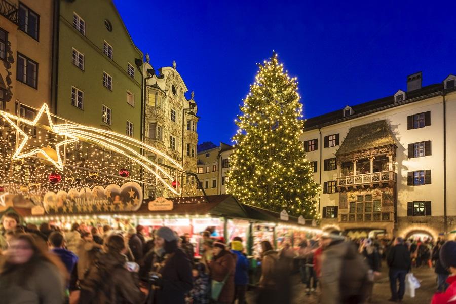 Blick auf den Christkindlmarkt in der Altstadt