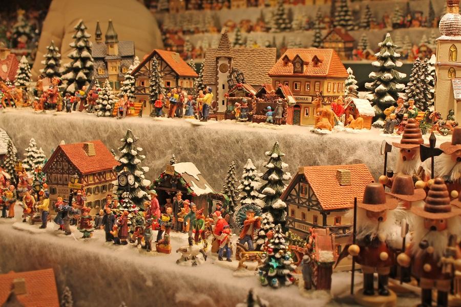 Kunsthandwerksstand am Weihnachtsmarkt am Mirabellplatz