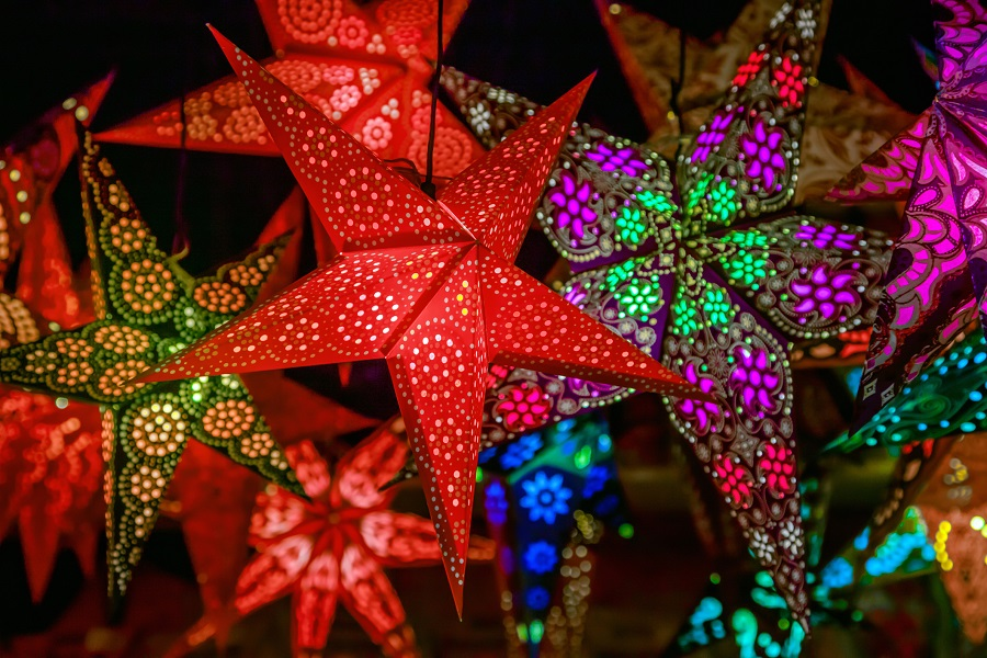 Weihnachtsdeko auf dem Adventmarkt in Hall