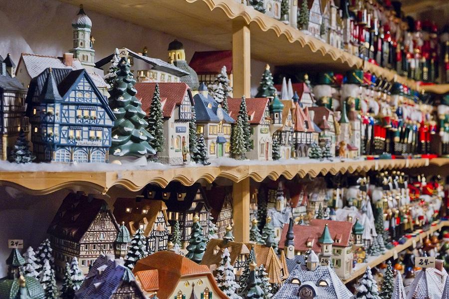 Weihnachtsdeko auf dem Christkindlmarkt St. Nikolaus