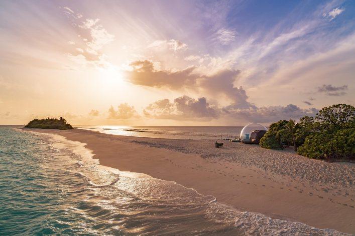 Finolhu-Beach-Bubble-Tent-8