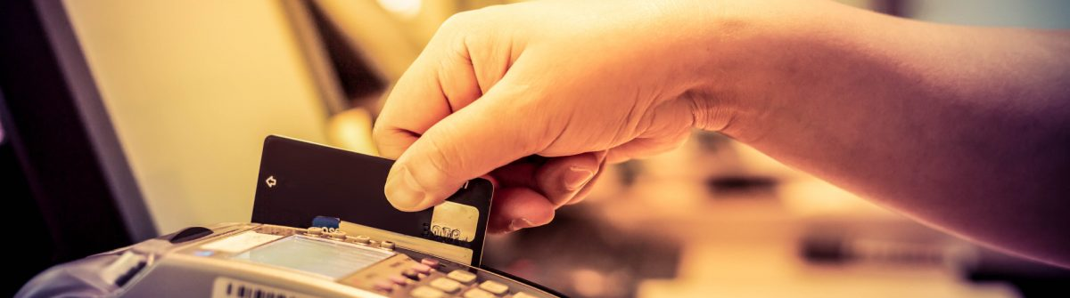 moment-of-payment-with-a-credit-card-through-terminal-shutterstock_417659578-2-e1474361192746-1