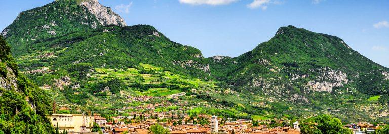 Gardasee-Riva-del-Garda-iStock_000023361138_Large-2