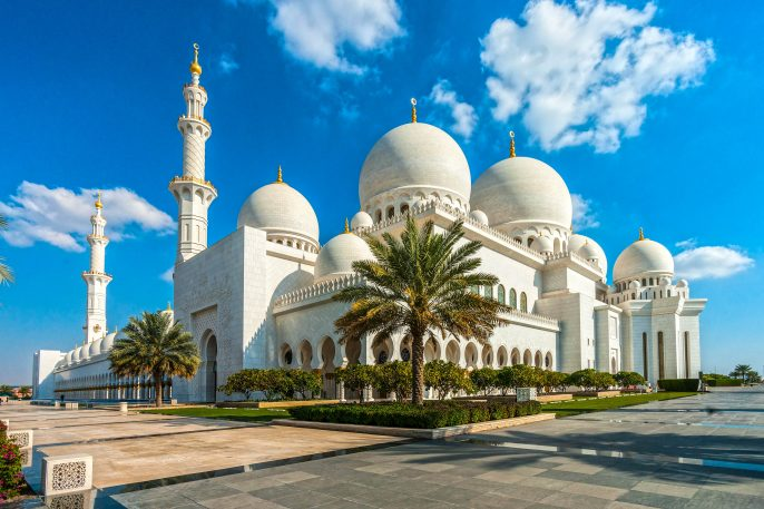 sheikh-zayed-mosque-abu-dhabi-united-arab-emirates-shutterstock_220847800-2