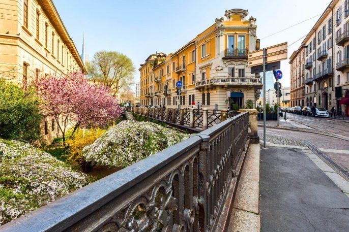 shutterstock_604727051_picturesque-garden-and-typical-street-in-neighborhood-Brera-Milano_1920_tiny