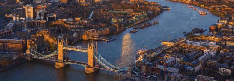 18.-Blick-auf-die-skyline-von-London-von-der-Themse-und-Tower-Bridge-iStock-453461545-2