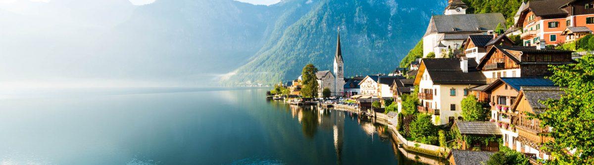 Lakeside-Village-of-Hallstatt-in-Oesterreich-iStock_000047446126_Large-2