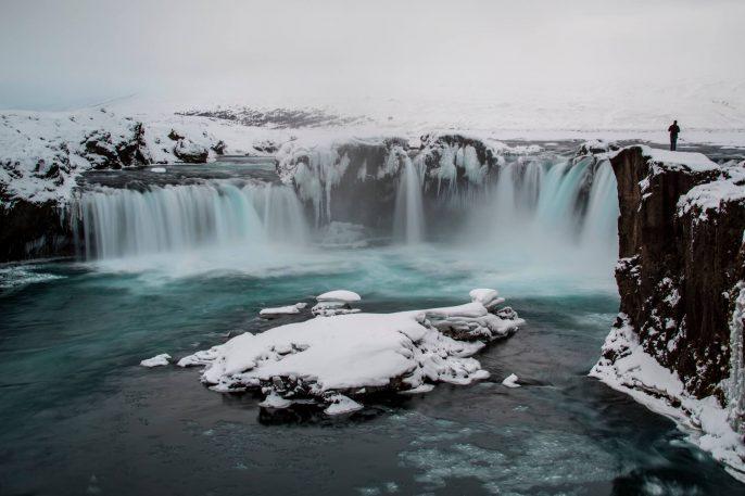 Island-Godafoss-im-winter-iStock-941062258