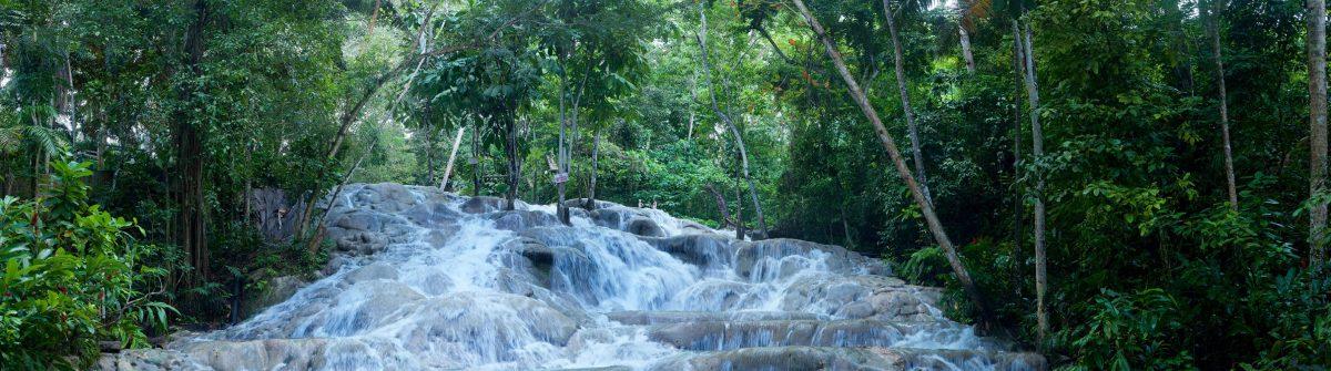 Super-pano-Dunns-River-Falls4-e1556775452597