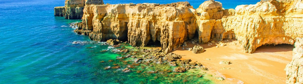 Algarven_Portugal_smaller_608838695