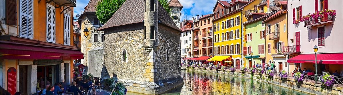 Island-Palace-Annecy-in-France.-River-town-in-France-Annecy-Castle-landscape-shutterstock_638444734
