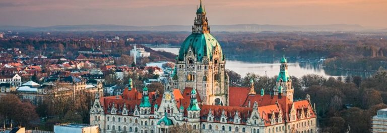 Hannover_aerial-view_city_hall_shutterstock_385532896-Copy