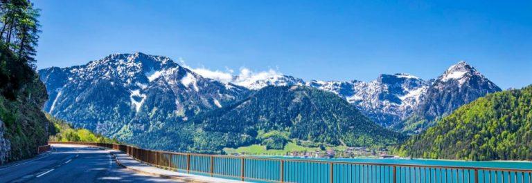Strasse-in-Tirol-iStock-959210736